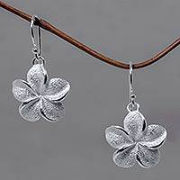Sterling silver flower earrings, 'Frangipani' - Floral Sterling Silver Dangle Earrings