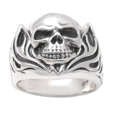 Men's sterling silver ring, 'Skull of Fire' - Men's Handmade Sterling Silver Ring