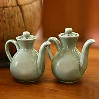 Ceramic oil and vinegar set, 'Jade Minimalism' (pair) - Ceramic oil and vinegar set (Pair)