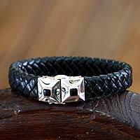 Men's onyx and leather bracelet, 'Romeo'