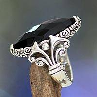 Onyx cocktail ring, 'Eye of the Soul' - Sterling Silver Ring with Unique Engraving and Onyx Stone