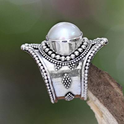 ring the bell - Pearl cocktail ring