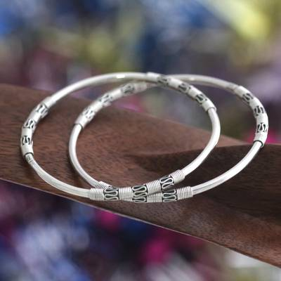 Sterling silver bangle bracelets, 'Secrets' (pair) - Artisan Crafted Sterling Silver Bangle Bracelets (Pair)