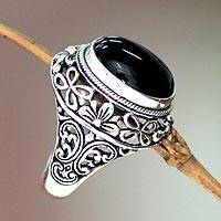 Men's onyx ring, 'Jungle Protector' - Floral Sterling Silver Onyx Ring for Men