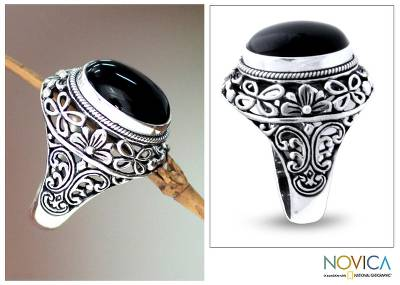 Men's onyx ring, 'Jungle Protector' - Men's Floral Sterling Silver and Onyx Ring