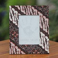 Cotton batik photo frame, 'Ceplok Curigo' - Cotton Batik Handcrafted Photo Frame