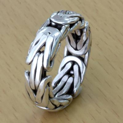 Men's sterling silver band ring, 'Soul of Borobudur' - Artisan Borobudur Chain Style Sterling Silver Ring for Men