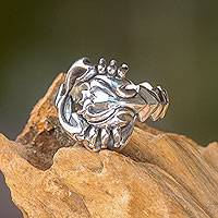 Men's sterling silver ring, 'Scorpion King' - Handcrafted Men's Silver Scorpion Ring from Bali Artisan