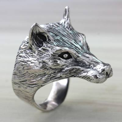 Men's sterling silver ring, 'Wolf Courage' - Animal Themed Sterling Silver Wolf Ring for Men