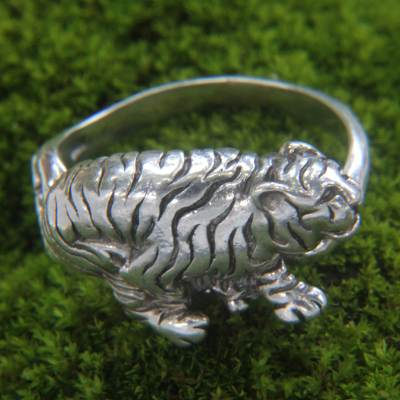 Men's sterling silver ring, 'White Tiger' - Tiger Theme Handcrafted Sterling Silver Men's Ring