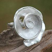 Sterling silver cocktail ring, 'White Nautilus' - Shell-shaped Sterling Silver Accent Ring from Bali