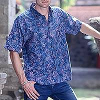 Men's batik cotton shirt, 'Blue Sukasada Jungle' - Cotton Batik Hand Stamped Short Sleeve Men's Shirt in Blue