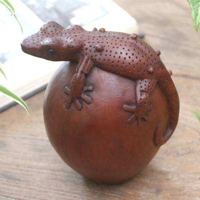 Wood sculpture, 'Watching Gecko' - Hand Carved Wood Sculpture of a Gecko from Indonesia