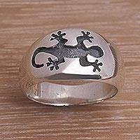 Men's sterling silver band ring, 'Grand Gecko' - Men's Sterling Silver Gecko Band Ring with Gecko Motif