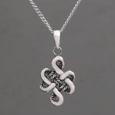 Handmade in Bali 925 Sterling Silver Knot Pendant Necklace