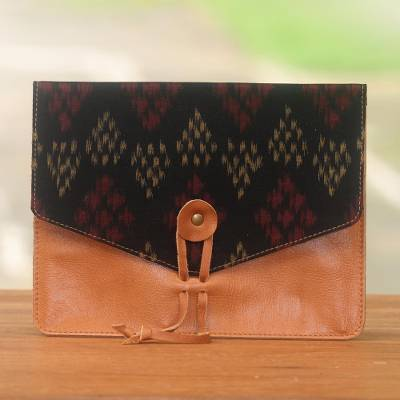 Cotton trim leather e-reader case, 'Classic Story in Brown' - Handcrafted Brown Leather E-Reader Case with Black Flap