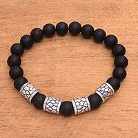 Men's onyx beaded stretch bracelet, 'Through the Cracks' - Men's Matte Onyx Beaded Stretch Bracelet from Bali