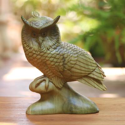 Wood sculpture, 'Focused Owl' - Hand-Carved Hibiscus Wood Sculpture of a Focused Owl