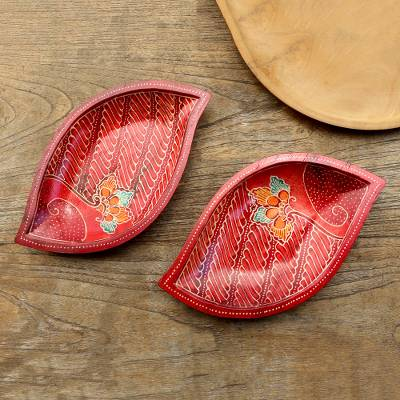 Wood batik decorative bowls, bowl, 'Java Leaf' (pair) - 2 Hand Painted Batik Leaf-Shaped Wood Bowls