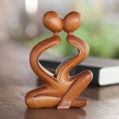 Wood sculpture, Heartfelt Kiss