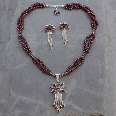 Garnet jewelry set, 'Daisy Passion' - Fair Trade Sterling Silver Beaded Garnet jewellery Set