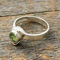 Peridot solitaire ring, 'Sea of Love' - Sterling Silver Peridot Ring