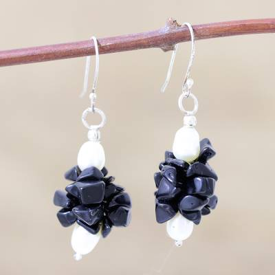 Pearl and onyx dangle earrings, 'Midnight Kiss' - Pearl and Onyx Beaded Earrings
