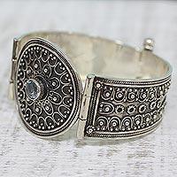 Blue topaz pendant bracelet, 'Magnificence' - Blue topaz pendant bracelet