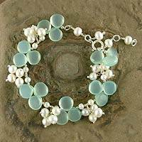 Pearl and chalcedony beaded bracelet, 'Island Paradise'