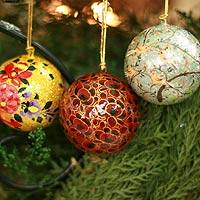 Ornaments, 'Joyful Melody' (set of 4, medium) - Collectible Christmas Papier Mache Bird Ornaments (Set of 4)