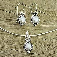 Pearl jewelry set, 'Honesty' - Bridal Sterling Silver Pearl jewellery Set from India