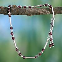 Garnet anklet, Coquette (India)