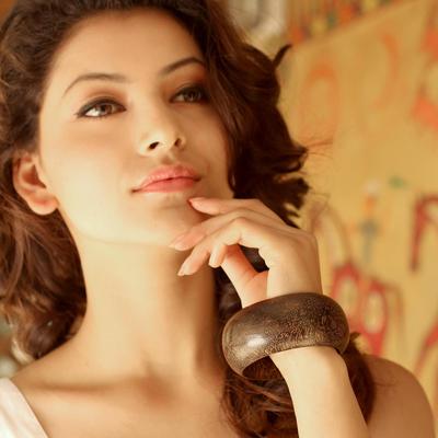 Wood bangle bracelet, 'Gujurat Chic' -  Indian Mango Wood Bangle Bracelet