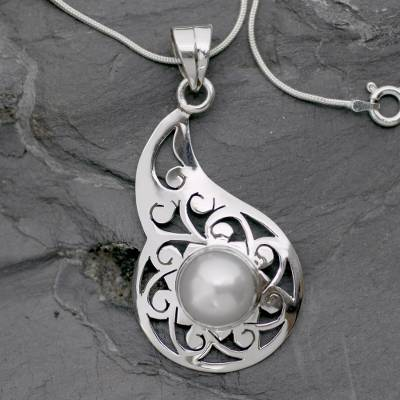 Pearl floral necklace, 'Floral Legend' - Hand Made Pearl and Silver Pendant Necklace