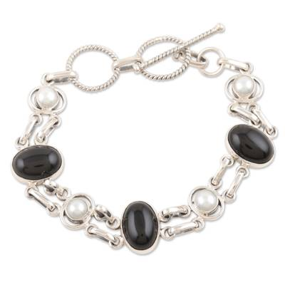 Pearl and onyx link bracelet