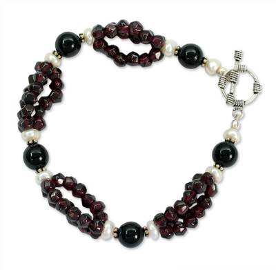 Garnet and pearl beaded bracelet