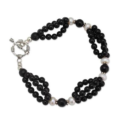 Onyx and pearl beaded bracelet