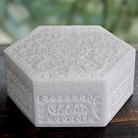 Marble jewelry box, 'Mughal Blossom' - Marble jewellery box