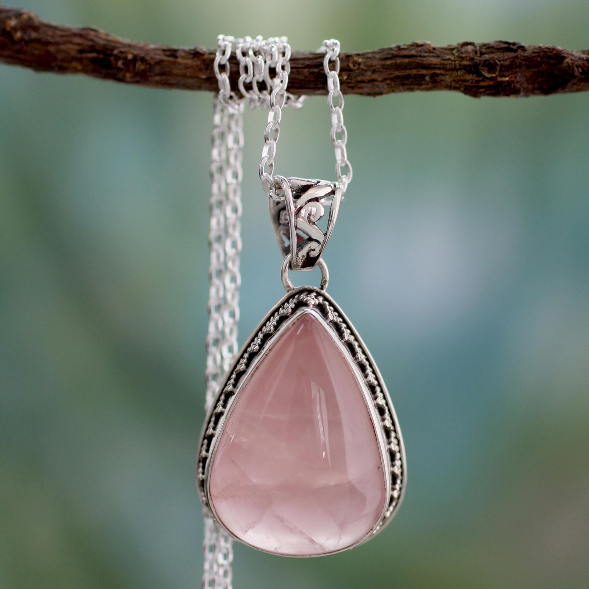 A delightful Silver plated chain Necklace with Pink-Rose quartz gemstone