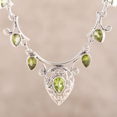 Peridot pendant necklace, 'Ivy Elegance' - Peridot pendant necklace