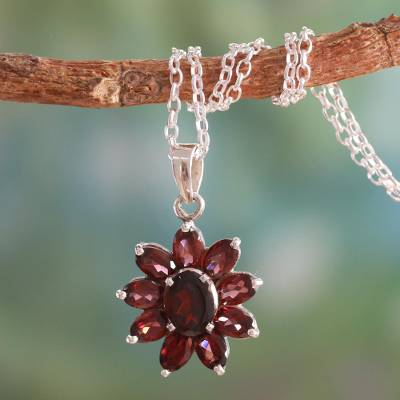 Garnet pendant on sterling silver necklace india jewelry rajasthan garnet pendant necklace rajasthan star garnet pendant on sterling silver necklace india aloadofball Images