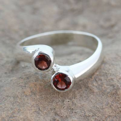 Garnet cocktail ring, 'Duality' - Sterling Silver Ring with Garnet