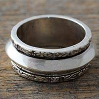 Sterling silver meditation spinner ring, 'Mind at Peace' - Hand Crafted Sterling Silver Floral Meditation Ring