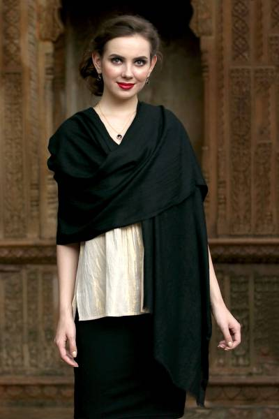 Cashmere shawl, 'Kashmir Ebony' - Handwoven Ebony Pashmina Cashmere Wool Shawl from India