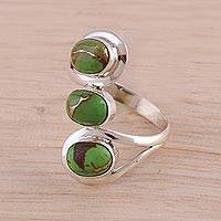 Sterling silver cocktail ring, 'Lyrical Trio in Green' - Sterling Silver Cocktail Ring in Green from India