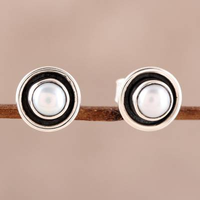 Cultured pearl stud earrings, 'Graceful Frames' - Circular Cultured Pearl Stud Earrings from India