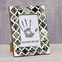 Resin mosaic photo frame, 'Complex Lattice' (4x6) - Lattice Motif Resin Mosaic Photo Frame from India (4x6)