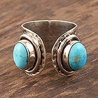 Sterling silver wrap ring, 'Agra Alliance' - Hammered Silver and Reconstituted Turquoise Wrap Ring