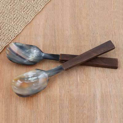 Horn and wood salad servers, 'Lucknow Feast' (pair) - Mango Wood and Horn Salad Servers (Pair)