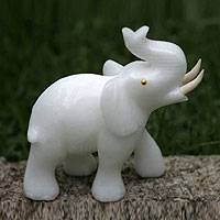 Calcite statuette, 'Royal White Elephant' - Calcite statuette